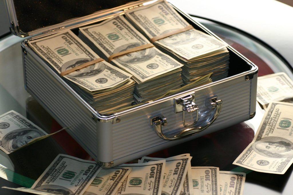 ケースにお金が入っている